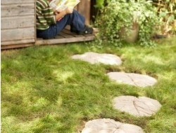 DIY Leaf-Shaped Stepping Stones