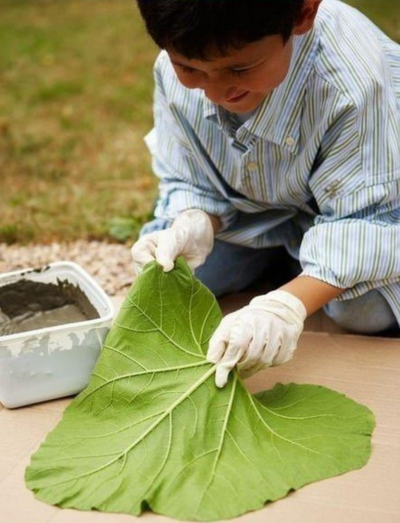 DIY Leaf-Shaped Stepping Stones - Layout Leaf