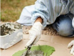 DIY Leaf-Shaped Stepping Stones - Apply Concrete