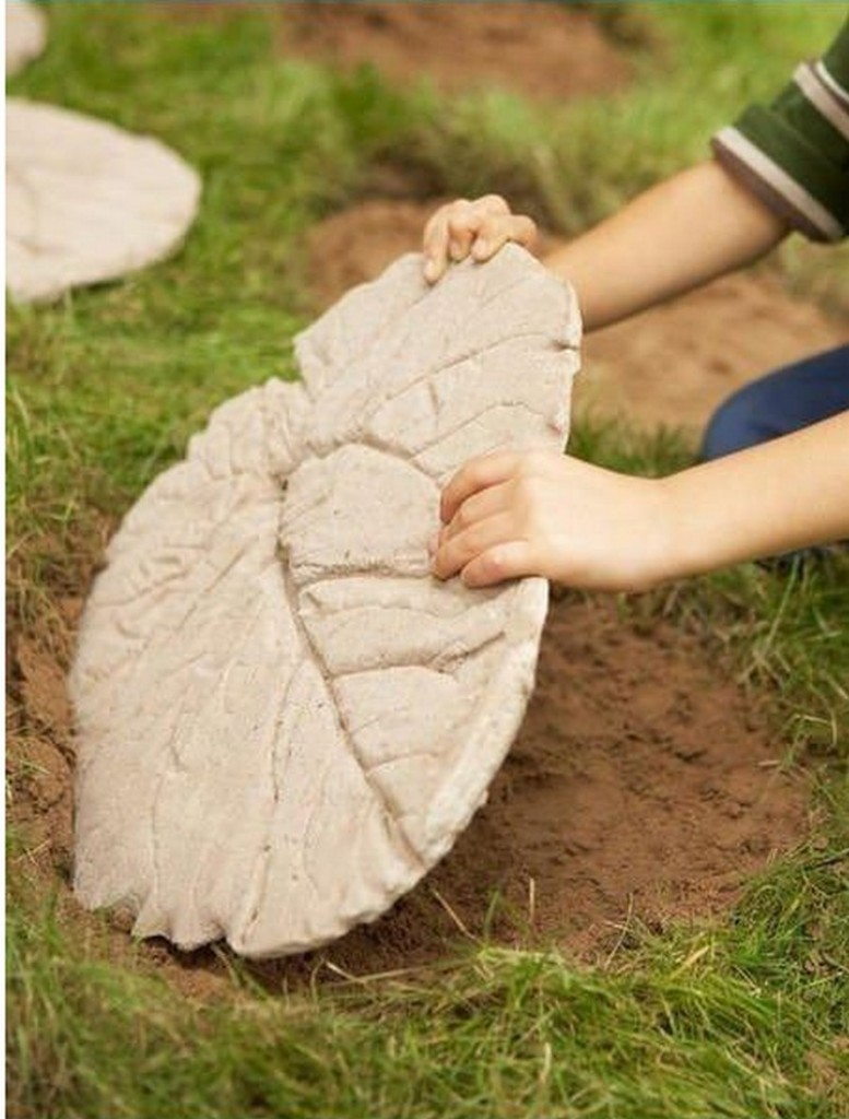 DIY Leaf-Shaped Stepping Stones - Layout Stepping Stones