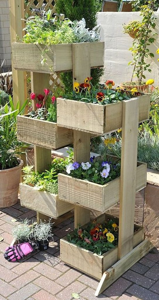 vertical wooden box planter the owner builder network. Black Bedroom Furniture Sets. Home Design Ideas