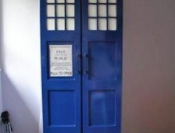 DIY TARDIS Bookshelf
