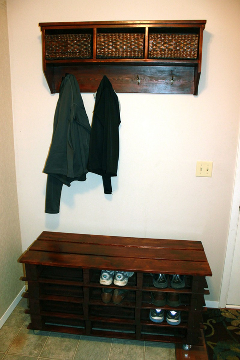 Pallet entryway bench how to make a pallet entryway bench Entryway bench and shelf