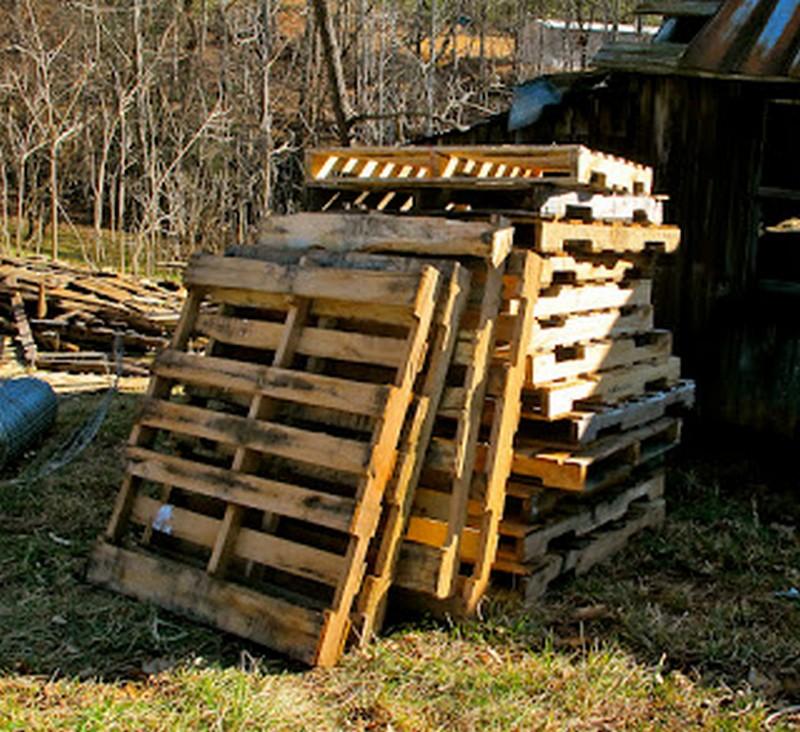 DIY Goat Pallet Barn - Pallets needed