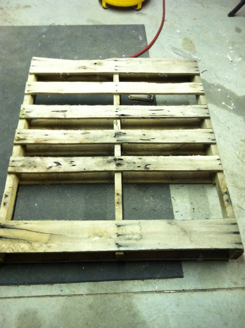 diy pallet coffee table the owner builder network. Black Bedroom Furniture Sets. Home Design Ideas