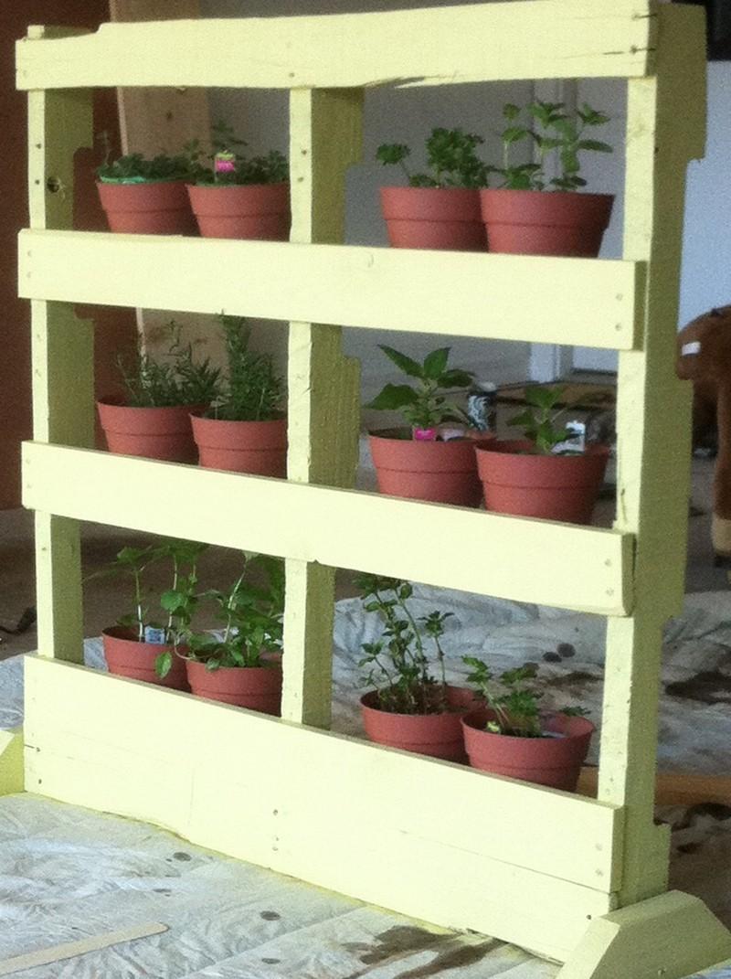 pallet vertical herb garden the owner builder network. Black Bedroom Furniture Sets. Home Design Ideas