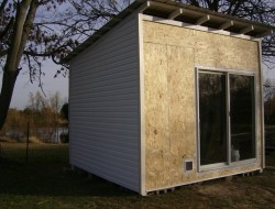 How To Build A DIY Pallet Shed - Attached siding