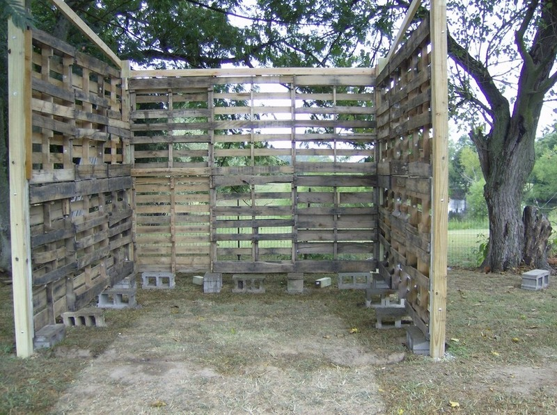 How To Build A DIY Pallet Shed - Pallet wall