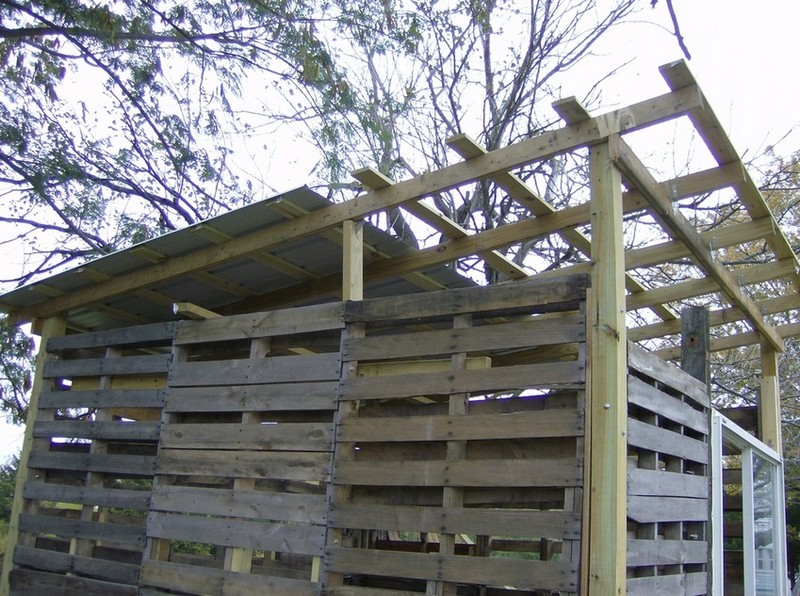 How To Build A DIY Pallet Shed - Metal roofing