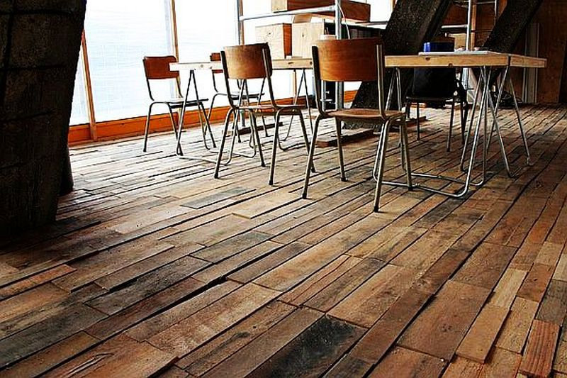 Diy pallet flooring - Mur en bois de palette ...