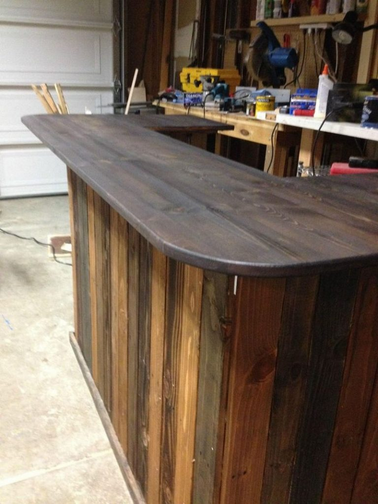 Diy pallet outdoor bar and stools the owner builder network for Wooden bar design