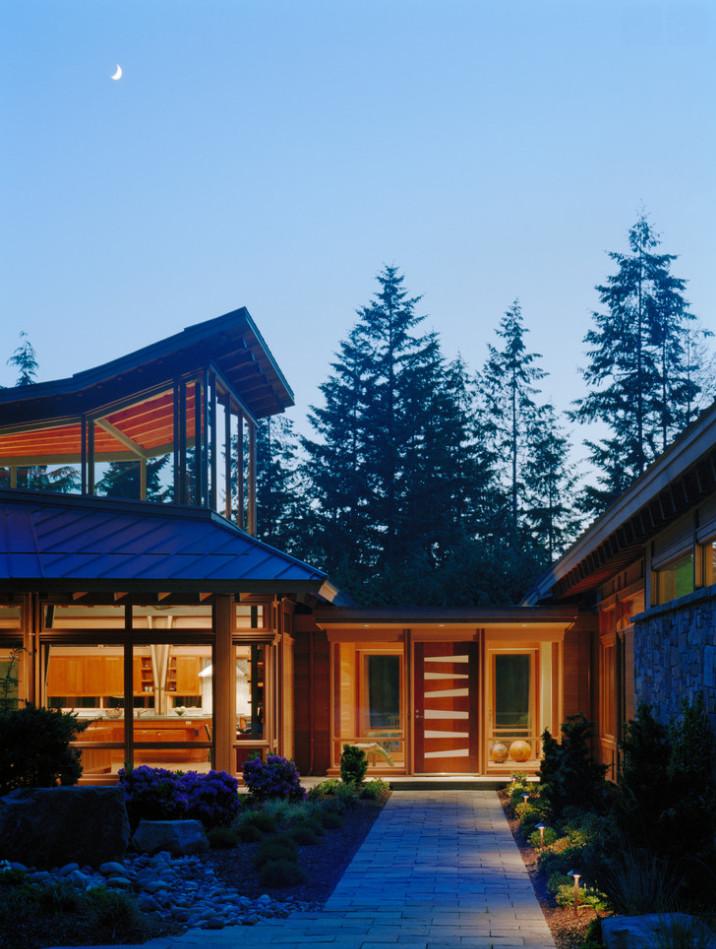 Redmond House- Entry walk