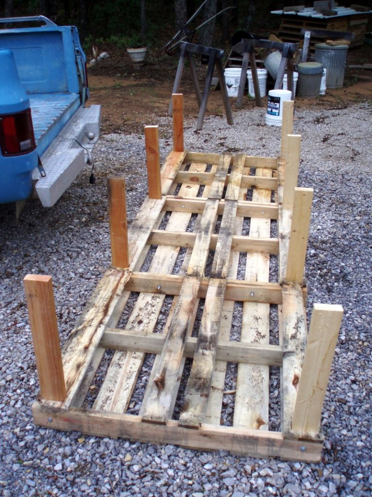 DIY Pallet Chicken Coop - Chicken House Legs
