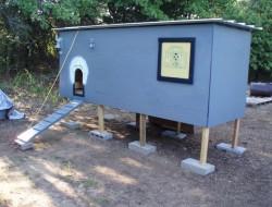 DIY Pallet Chicken Coop - Coop Window
