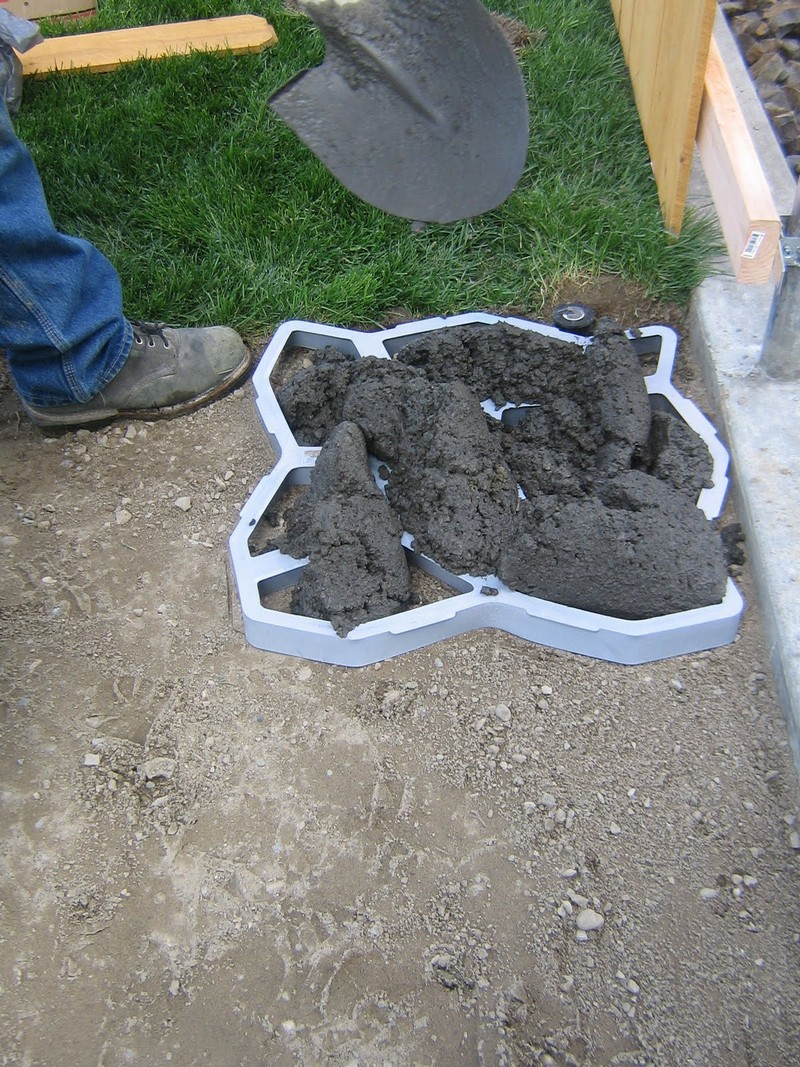 Diy cobble stone path the owner builder network - River stone walkway ideas seven diy projects ...