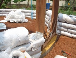 DIY Earthbag Round House - Stacking Soil-filled Bags