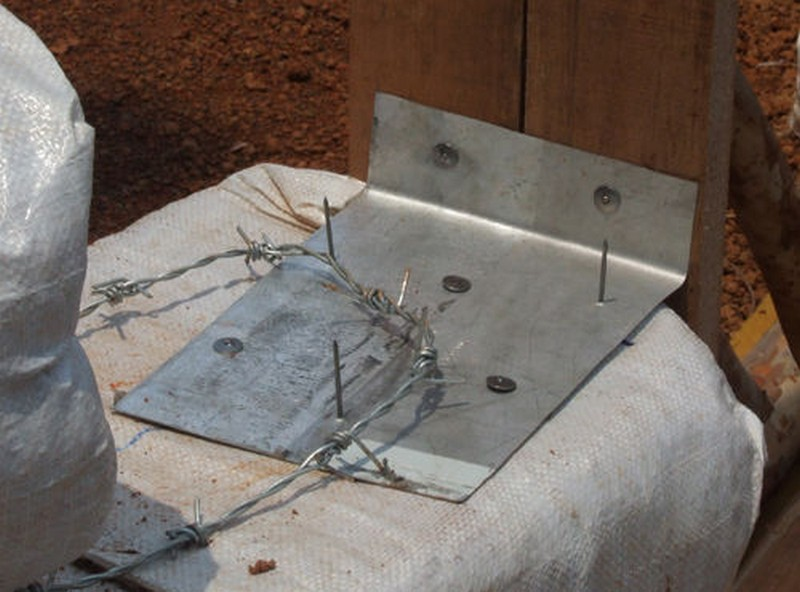 DIY Earthbag Round House - Adding wood Anchors