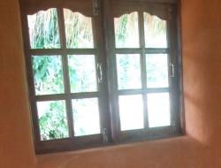 DIY Earthbag Round House - Installing windows