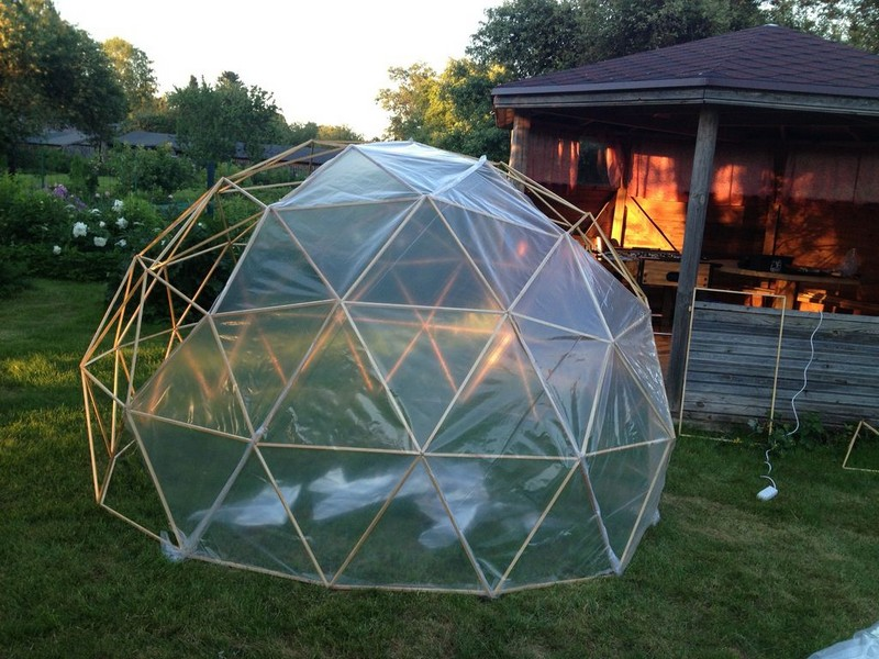 Diy geodesic dome greenhouse how to build a geodesic dome for Homemade greenhouse plastic
