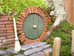 DIY Miniature Hobbit Hole- Filling up more Moss