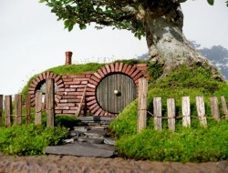 DIY Miniature Hobbit Hole - Closer look to the Hobbit's House Door