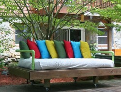 DIY Repurposed Pallet Day Bed - Complete project
