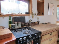 Gypsy Wagon In The Woods - Kitchen area