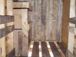DIY Pallet Chicken Coop - Nesting Area