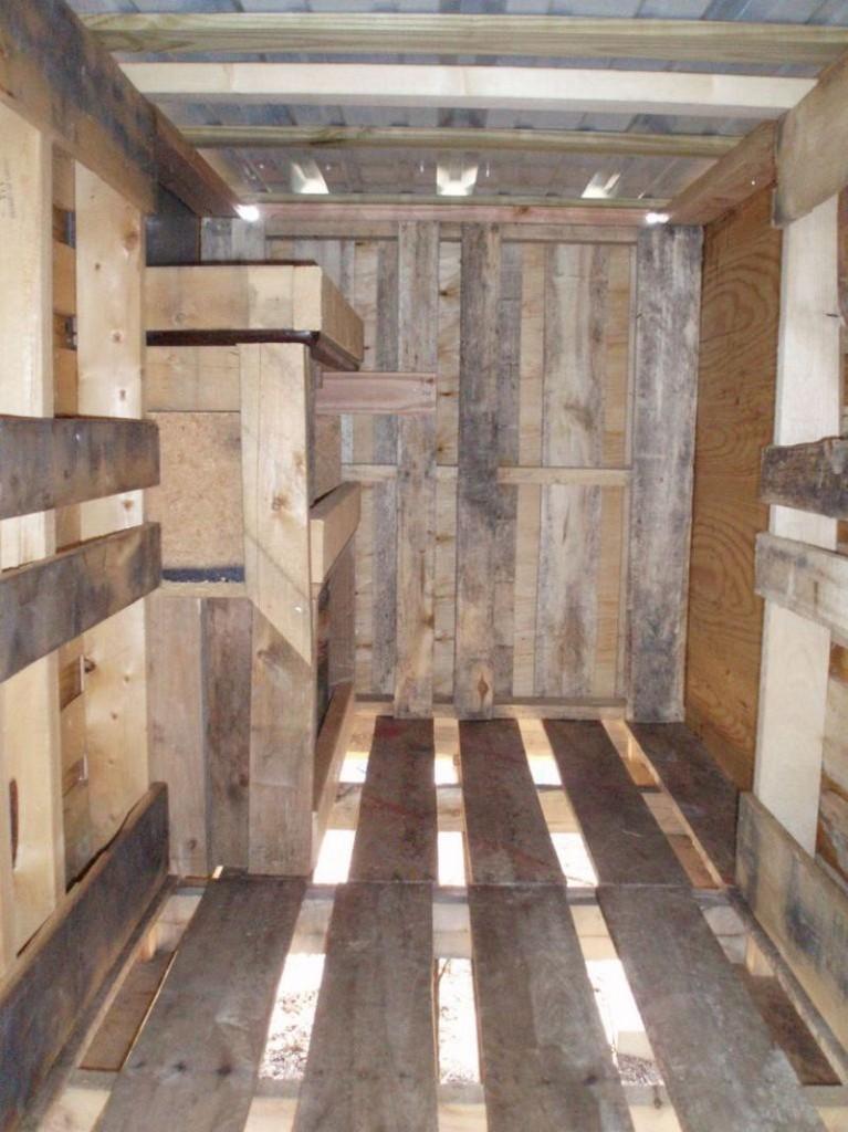 DIY Pallet Chicken Coop - Nesting Area