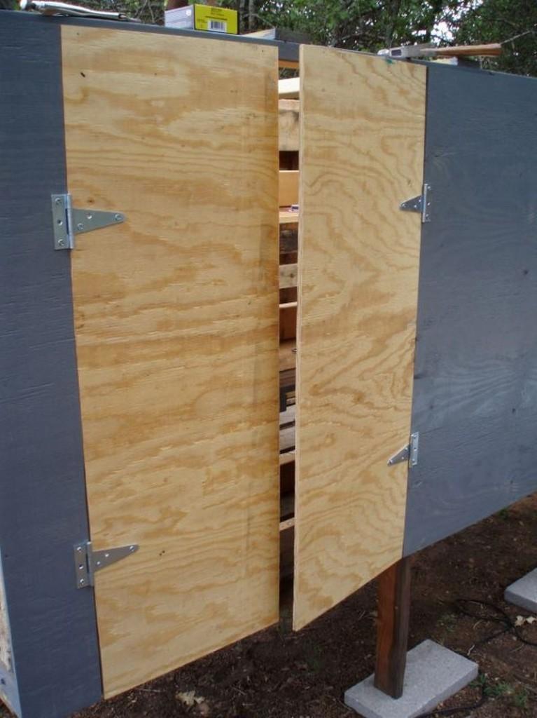 DIY Pallet Chicken Coop - Nesting Door
