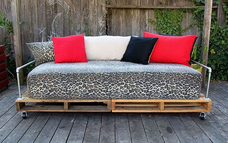 Diy Repurposed Pallet Day Bed The Owner Builder Network