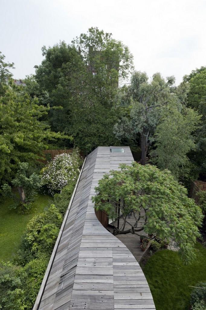Tree House - Curves around a tree