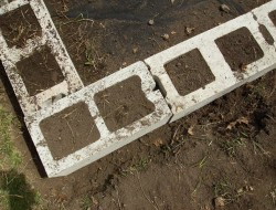 DIY Cinder Block Raised Garden Bed - Corner block
