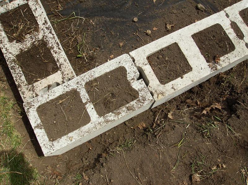 DIY Cinder Block Raised Garden Bed - Corner block