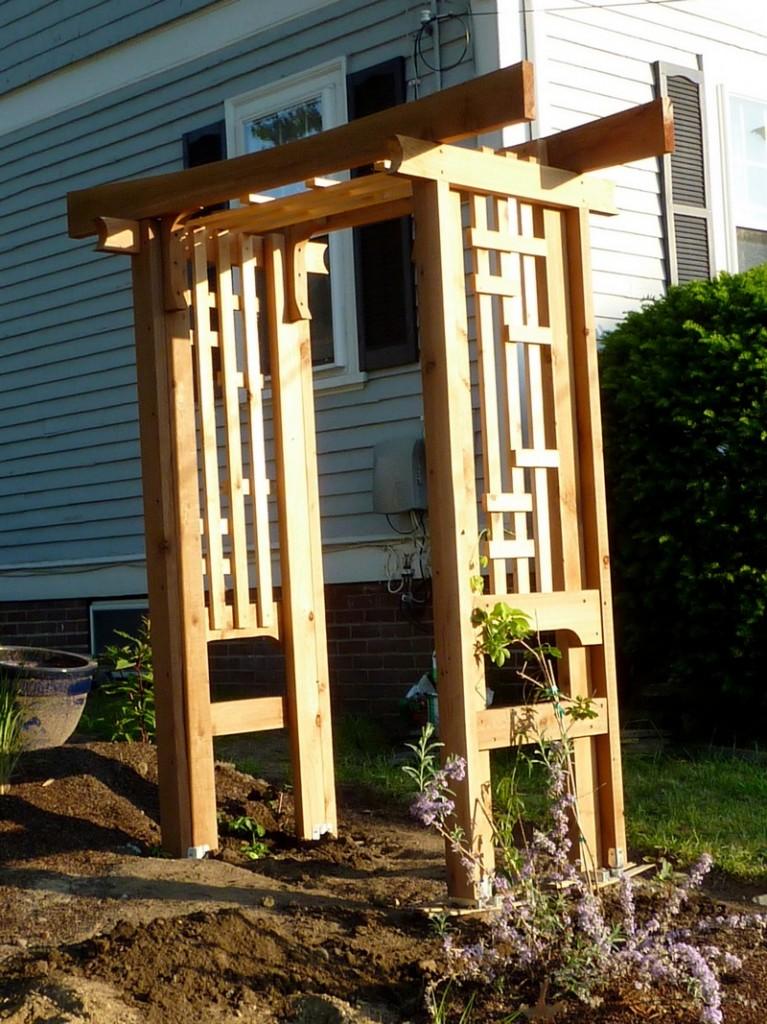 DIY Arbor Trellis - The new arbor