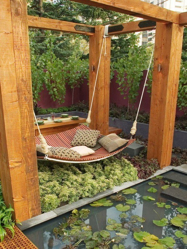 Densely landscaped privacy
