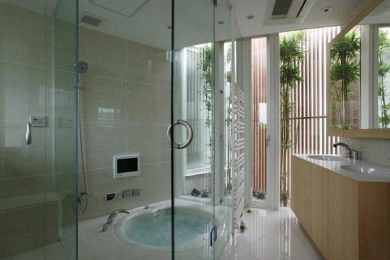 Japanese Courtyard Architecture - bathroom screening
