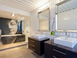 31 container home in Brisbane Australia - Main bathroom