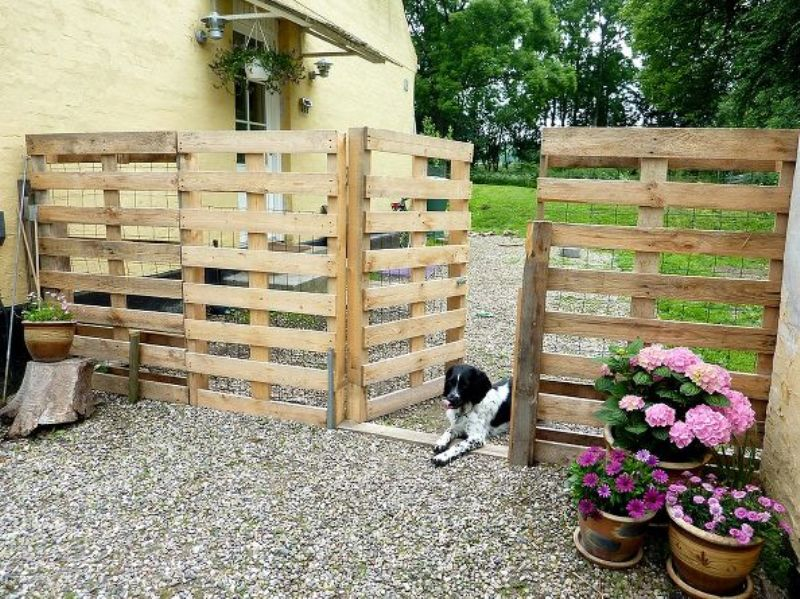 Make a Pallet Fence That Will Cost You Nothing - hometalk