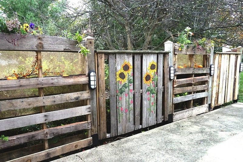 Pallets Patio Fence - IT Clips