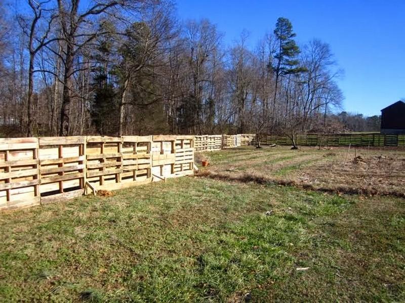 Pallet Fence - Ladybug Farm
