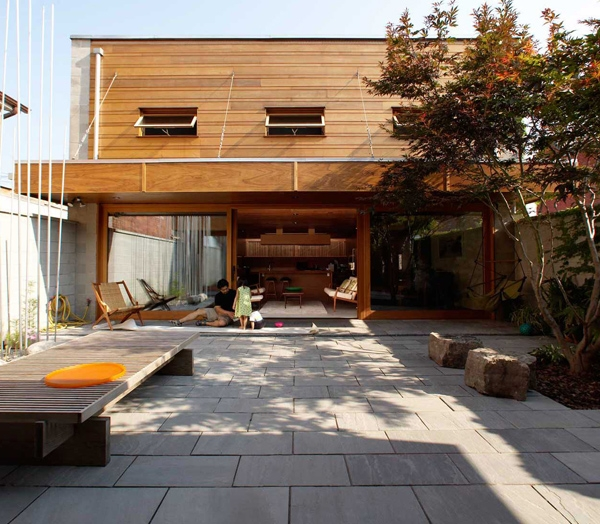 This roof-top courtyard privides privacy in Toronto