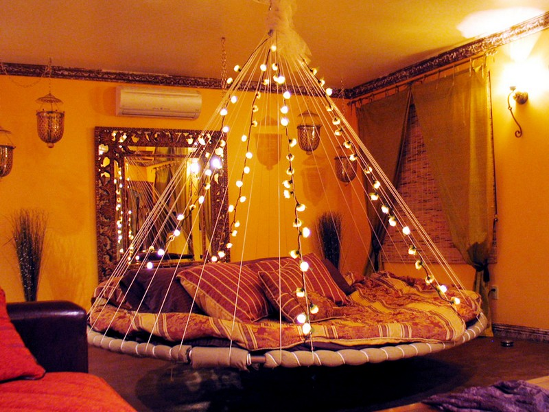 Swing bed made from recycled trampoline the owner for Hanging bed indoor