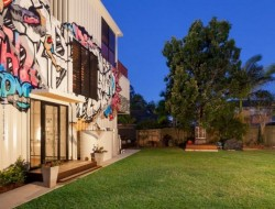 31 container home in Brisbane Australia - Urban art