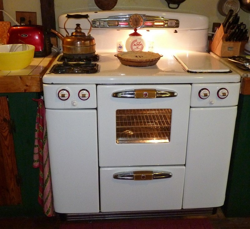 Vintage Stove - The Adventures of Bountiful Bee