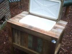 Pallet Table with Cooler - Pallet Furniture DIY