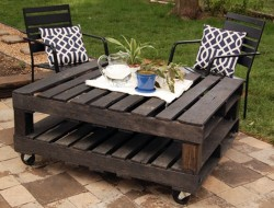 Outdoor Pallet Table DIY - joy ever after