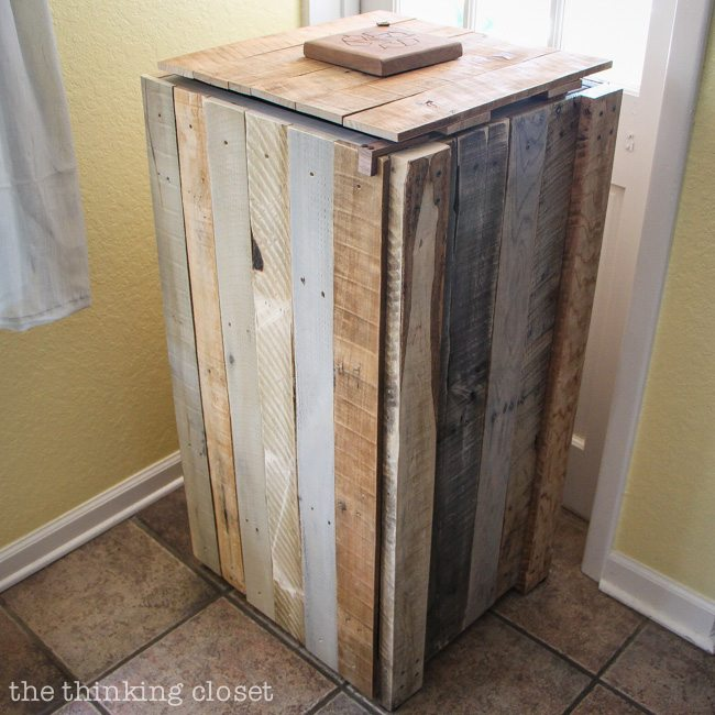 Recycle Pallet: Recycled Pallets Turned Into A Rustic Recycle Bin