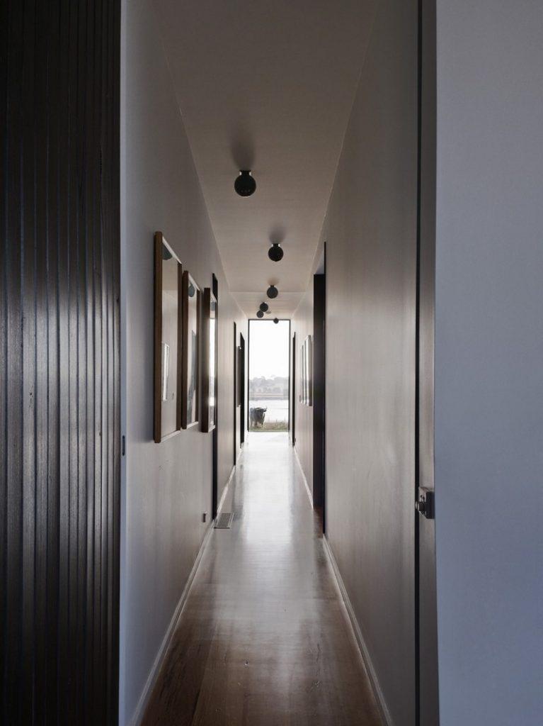 Beached House by BKK Architects - Hallway