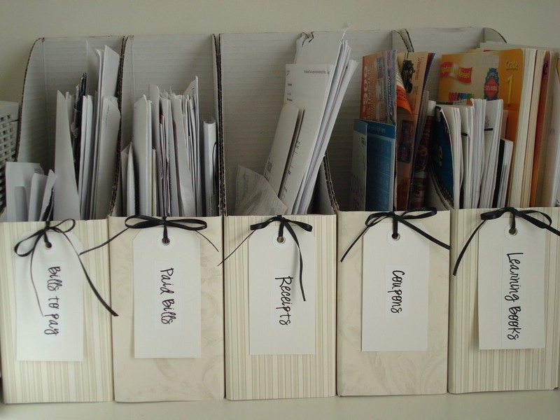 Clever ways magazine holders can organize your life how to - Creative ways to store your magazines ...